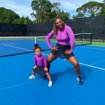 【イタすぎるセレブ達】セリーナ・ウィリアムズ、2歳の愛娘が「家族の洋服をセットする」 母娘の双子ファッションも大好評