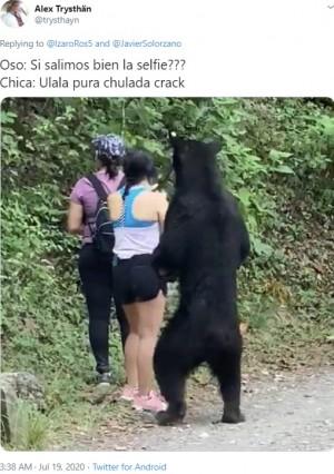 【海外発!Breaking News】ハイキング中クマが至近距離に迫るも、冷静すぎる女性たち(メキシコ)<動画あり>