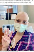 【海外発!Breaking News】乳がん治療で髪を失った女性に友人らが特別なウィッグをプレゼント「あなたは1人じゃない」(米)<動画あり>