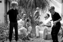 """【イタすぎるセレブ達】リッキー・マーティンがレアな家族写真を公開 """"4児のパパ""""として「てんてこまい」とも"""