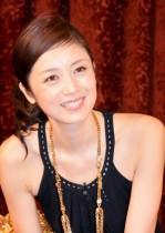 【エンタがビタミン♪】高岡早紀、家庭用プールでのビキニ姿に「優雅」「スタイル抜群」の声