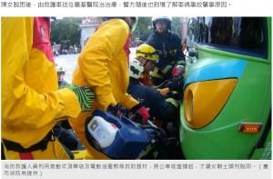 【海外発!Breaking News】バイクごとバスに衝突した女性、フロントボディに両脚が突き刺さる(台湾)