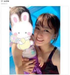 プール遊びをする枡田絵理奈アナと子供(画像は『枡田絵理奈オフィシャルブログ 2020年8月14日付「プール日和」』のスクリーンショット)