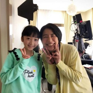 横溝菜帆と奥山佳恵(画像は『奥山佳恵 2020年5月11日付Instagram「母の日に奇跡がありました♪」』のスクリーンショット)