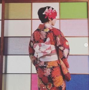 KEITA MARUYAMAの浴衣を着た渡辺満里奈(画像は『渡辺満里奈 2020年8月15日付Instagram「軒並み、夏祭りやら花火大会が開催できず、浴衣を着る機会もお預けな今年」』のスクリーンショット)