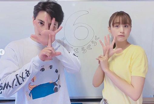 「6」ポーズする瀬戸康史と山本美月(画像は『MIZUKI YAMAMOTO 2019年5月28日付Instagram「今夜9時からは、『パーフェクトワールド』6話です!」』のスクリーンショット)