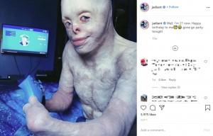 21歳になったジョンさん(画像は『Johnny 2020年7月1日付Instagram「Well, I'm 21 now.」』のスクリーンショット)