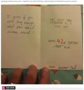 誕生日カードには皮肉のこもったメッセージが書かれていた(画像は『Daily Star 2020年9月11日付「Dad waits 28 years to get ultimate birthday revenge on his 'sarcastic' son」』のスクリーンショット)