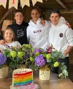 【イタすぎるセレブ達】ベッカム家の次男ロメオが18歳に 家族や恋人がレア写真と愛溢れるメッセージでお祝い