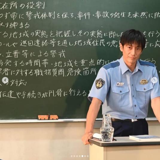 『未満警察』警察学校の授業風景(画像は『伊勢谷友介 2020年9月5日付Instagram「#未満警察ミッドナイトランナー をご覧になってくださってありがとうございました!!!」』のスクリーンショット)