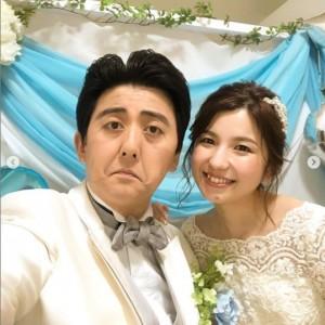 リモート結婚式を挙げた佐竹正史(画像は『ビスケッティ佐竹/吉本坂46 2020年5月18日付Instagram「生放送を見て頂いた皆様!」』のスクリーンショット)