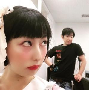 アイドル風衣装を着た鳥居みゆきとラフなダンディ坂野(画像は『鳥居みゆき 2020年8月30日付Instagram「またまた事務所に行ったら たまたまダンディさんにお会いしまして」』のスクリーンショット)