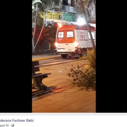 【海外発!Breaking News】散歩中に倒れた飼い主を追って救急車の後ろに飛び乗った犬(ブラジル)