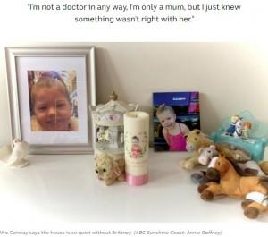 ブリトニーちゃんがいなくなって静かになってしまったという自宅で(画像は『ABC(Australian Broadcasting Corporation) 2020年10月23日付「Grieving Gold Coast couple's warning to other parents about lethal button batteries after death of 3yo Brittney」(ABC Sunshine Coast: Annie Gaffney)』のスクリーンショット)