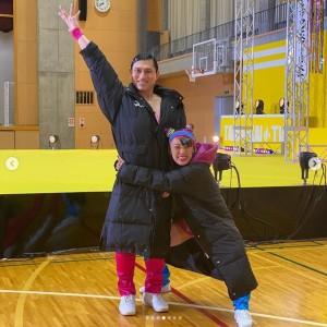 オードリー春日とエアロビペア日本一に挑戦するフワちゃん(画像は『フワちゃん FUWA 2020年10月18日付Instagram「We're national aerobic champion team」』のスクリーンショット)