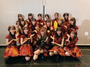 AKB48メンバーと後藤真希(画像は『後藤真希 2020年10月1日付Instagram「昨日はテレ東音楽祭でした!」』のスクリーンショット)