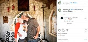 グウェンの左手薬指には婚約指輪が(画像は『Gwen Stefani 2020年10月27日付Instagram「@blakeshelton yes please!」』のスクリーンショット)