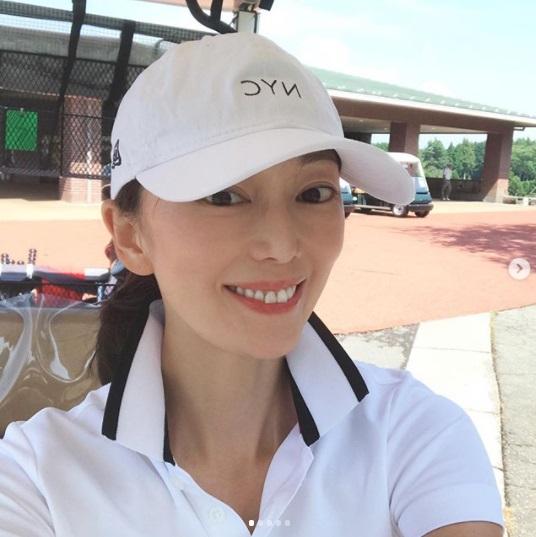 ゴルフが大好きだという葉月里緒奈(画像は『Riona 2019年8月17日付Instagram「夏休み最後のゴルフ。」』のスクリーンショット)
