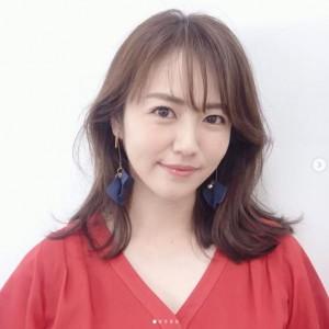 磯山さやか、イベントでの衣装(画像は『磯山さやか Sayaka Isoyama 2020年10月7日付Instagram「この前のボートレースプレミアの衣裳」』のスクリーンショット)