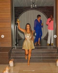 誕生日のお祝いが続くキム(画像は『Kim Kardashian West 2020年10月28日付Instagram「40 and feeling so humbled and blessed.」』のスクリーンショット)