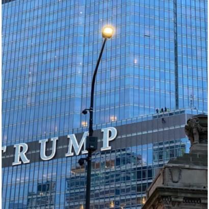 【海外発!Breaking News】トランプタワー16階からロープでぶら下がった男「大統領との面会」を要求<動画あり>