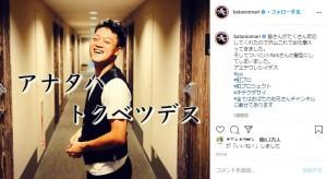 J.Y.Parkのモノマネをするおばたのお兄さん(画像は『おばたのお兄さん 2020年8月2日付Instagram「皆さんがたくさん反応してくれたので沢山これでお仕事入ってきました。」』のスクリーンショット)