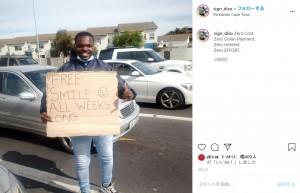 【海外発!Breaking News】「毎日スマイル無料」掲げ、路上で物乞いをする男性に45万円が集まる(南ア)