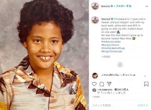 7歳のドウェイン・ジョンソン(画像は『therock 2020年10月16日付Instagram「Throwback to 7 years old in Hawaii, and just drippin' cool with my buck teeth, aloha shirt and WTF is going on with my afro matted down on one side!?」』のスクリーンショット)