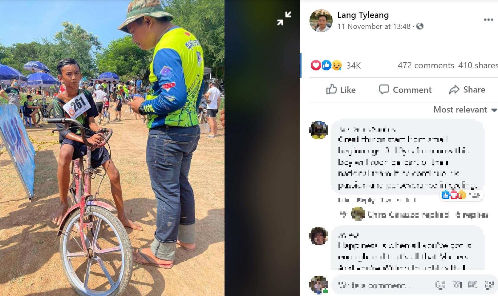 レース後にインタビューを受けるテアラ君(画像は『Lang Tyleang 2020年11月11日付Facebook「Now I find that boy and give him a bike for his hard work and good attitude.」』のスクリーンショット)