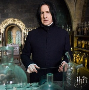 『ハリポタ』でスネイプ先生を演じたアラン・リックマン(画像は『Harry Potter Film 2017年1月5日付Instagram「Who else could tell you how to bottle fame, brew glory, and even put a stopper on death?」』のスクリーンショット)