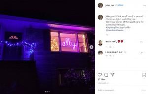 アメリカの他の地域でも「アリー」のイルミネーションが灯る(画像は『Julianna Hansen 2020年11月15日付Instagram「I think we all need hope and Christmas lights early this year.」』のスクリーンショット)