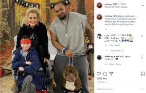 家族と一緒のマーキーさん(画像は『Melissa Jaquez 2020年11月1日付Instagram「Happy Halloween....」』のスクリーンショット)