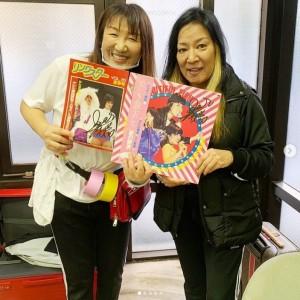 北斗晶とジャガー横田(画像は『北斗晶 Akira Hokuto 2020年11月21日付Instagram「全日本女子プロレスの古いパンフレットとLPレコード。」』のスクリーンショット)