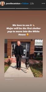 ジェニファーがシェアしたバイデン氏と愛犬メジャーの写真(画像は『Jennifer Aniston 2020年11月8日付Instagram』のスクリーンショット)