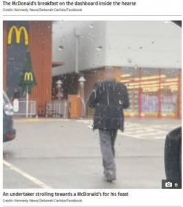 マクドナルドへ向かう男性の姿も撮影したデボラさんはよほどこの行動が気に入らない様子(画像は『The Sun 2020年11月12日付「'DISRESPECTFUL' Undertakers stopped to grab McDonald's with dead body inside hearse as onlooker 'couldn't believe what they were seeing'」(Credit: Kennedy News/Deborah Carlisle/Facebook)』のスクリーンショット)