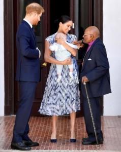 昨年、南アフリカの公務でのヘンリー王子夫妻(画像は『The Duke and Duchess of Sussex 2019年9月25日付Instagram「Arch meets Archie!」』のスクリーンショット)