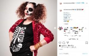 「バブリーマタニティハロウィン」と平野ノラ(画像は『平野ノラ Nora Hirano 2020年10月31日付Instagram「#バブリー」』のスクリーンショット)