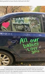 「愛をありがとう」と書かれたパレードの車(画像は『TODAY 2017年11月17日付「'ICU grandpa' who won hearts by snuggling babies dies from pancreatic cancer」(Courtesy Children's Healthcare of Atlanta)』のスクリーンショット)