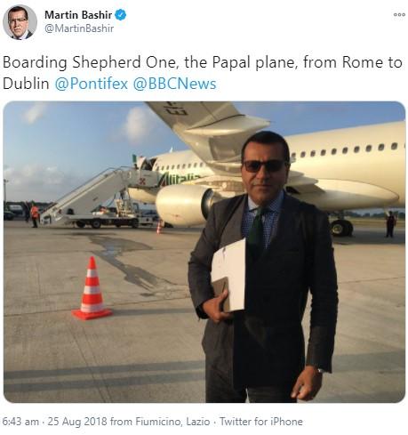 コメントを控えているマーティン・バシール氏(画像は『Martin Bashir 2018年8月15日付Twitter「Boarding Shepherd One, the Papal plane, from Rome to Dublin @Pontifex @BBCNews」』のスクリーンショット)