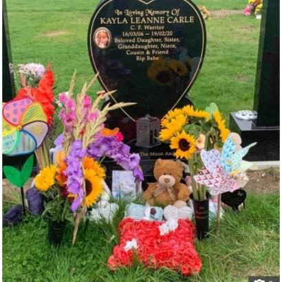 【海外発!Breaking News】お墓の亡き娘の写真が「不適切」と言われた母親激怒「見なければいいだけ」(スコットランド)