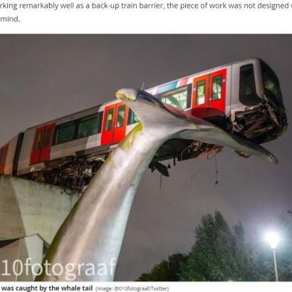 【海外発!Breaking News】高架で脱線した電車「クジラの尻尾」に乗り上げ落下を回避(オランダ)<動画あり>