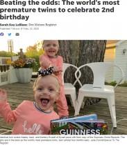 予定日より4か月半早く誕生し「ギネス記録」を持つ双子、1ドル札ほどの身長が80センチになって2歳に(米)