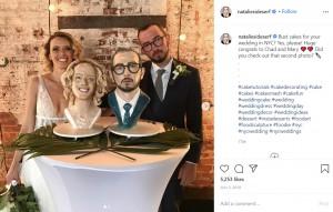 ちょっと変わったウェディングケーキも(画像は『Natalie Sideserf 2019年7月2日付Instagram「Bust cakes for your wedding in NYC?」』のスクリーンショット)