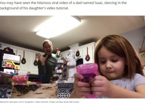 奇声をあげノリノリのアイザックさん(画像は『KATU ABC 2 2020年11月26日付「Beaverton dad goes viral after dancing in background of daughter's video」(Video courtesy of Jennifer Jones)』のスクリーンショット)