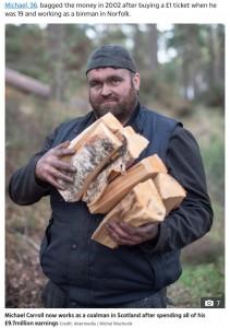現在は石炭を扱う仕事に就くマイケルさん(画像は『The Sun 2019年11月16日付「NO REGRETS Lotto lout Michael Carroll is a skint coalman working 7 days a week after blowing £9.7m winnings but is 'happier now'」(Credit: Abermedia / Michal Wachucik)』のスクリーンショット)