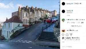 イースターには卵転がし競争が開かれるほど急勾配なヴェール通り(画像は『Banksy 2019年12月11日付Instagram「Aachoo!!」』のスクリーンショット)