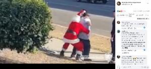 【海外発!Breaking News】サンタとエルフに扮してショッピングセンターを見回りした警察官、車泥棒を逮捕(米)<動画あり>