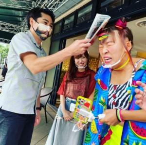 ノブコブ吉村に怒られるフワちゃんと、見守る指原莉乃(画像は『有吉弘行 2020年12月8日付Instagram「怒られてる。」』のスクリーンショット)