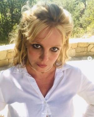【イタすぎるセレブ達】ブリトニー・スピアーズ、39歳誕生日前日に恋人との2ショット公開も「大丈夫?」の声