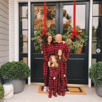 【イタすぎるセレブ達】ブルース・ウィリス一家のクリスマスショットが素敵 お揃いのパジャマは元妻デミ・ムーアが用意したもの